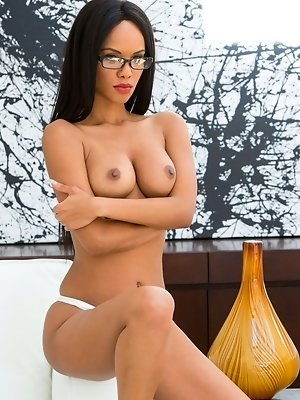 Alyssa Lee is the proper woman you've been waiting for pics ~ SexyNakedModels.com
