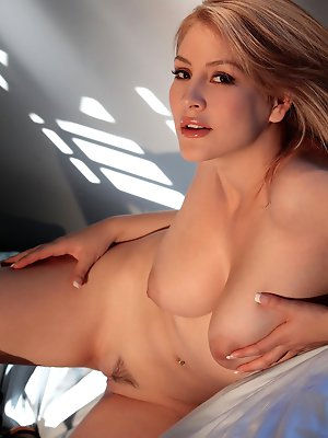 does not need to do much to pop right out of her bra pics ~ SexyNakedModels.com