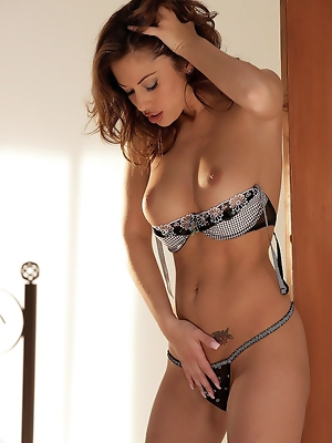 Black and white bra and pantys laying in bed pics ~ SexyNakedModels.com