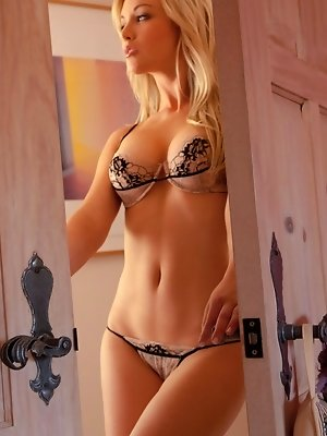 Kayden Kross shows off her delicious body pics ~ SexyNakedModels.com